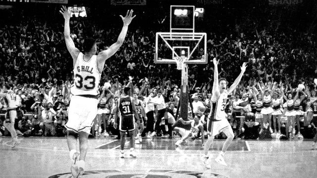 """OHHHHHHHHHHH!!!!!!!!!!!!!!!!"": Ranking the 1990s NCAA Tournament Buzzer Beaters"